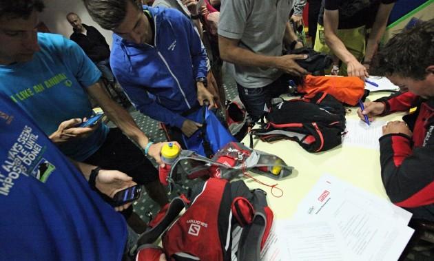 Ausrüstungskontrolle der Bergwacht