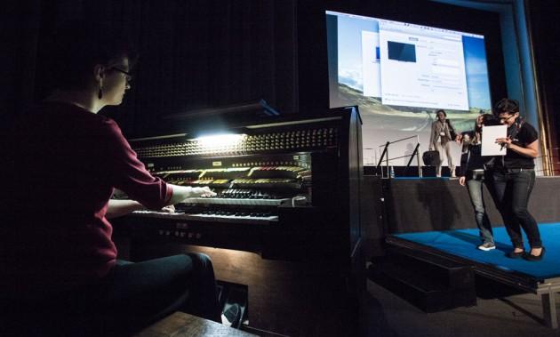 Orgel Spiel in der Mittagspause