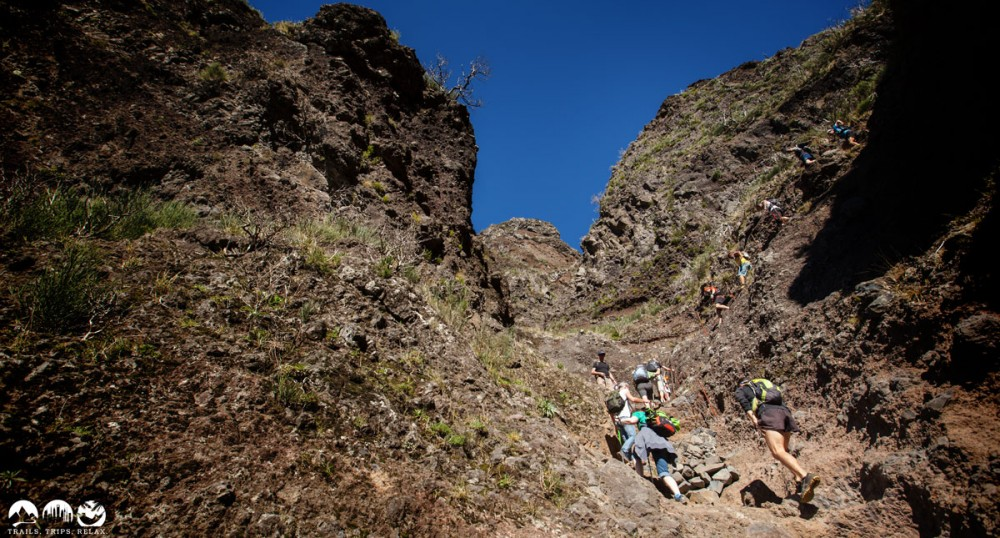 Der Trail zwischen Pico Ruivo und Pico Areeiro ist zum Teil extrem steil.