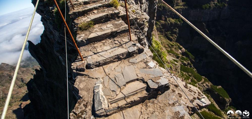 Tiefe Abgründe auf dem Weg zum Pico Areeiro