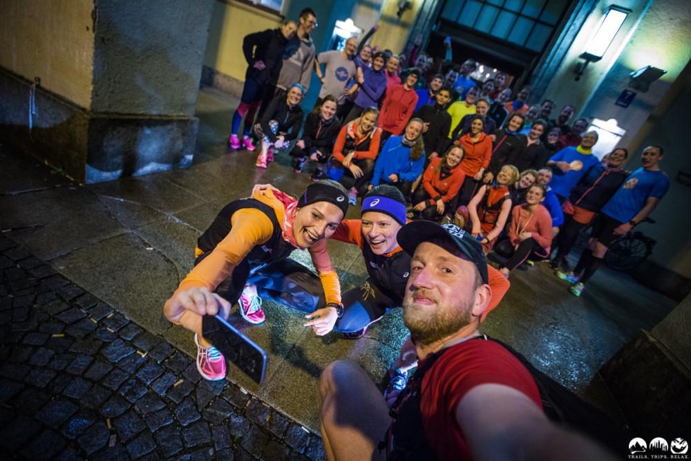 Das Gruppen-Doppel-Selfie