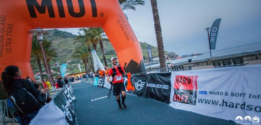 Mauricio läuft nach 115km ins Ziel