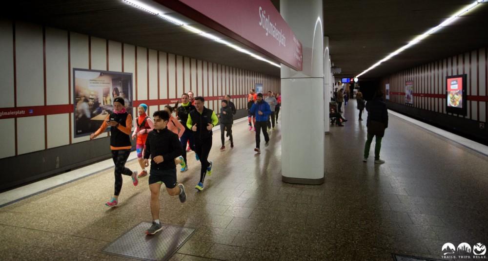 Durch die U-Bahn-Station