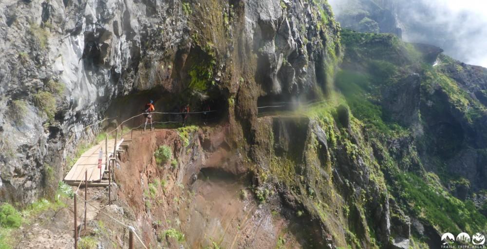 Im Fels entlang