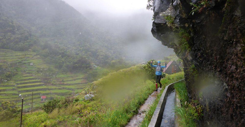 Entlang der Levada Canical bei Sturm und Regen