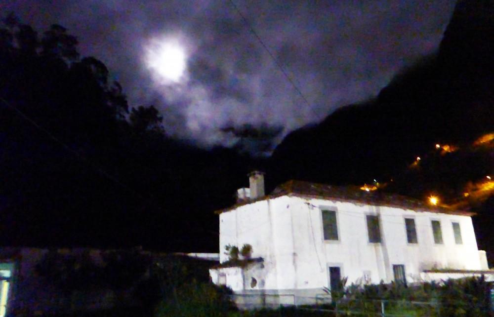 Der Mond kurz nach dem Start.