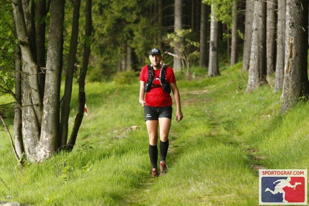 Auf dem Waldweg kuru vor dem VP Scheiben (Sportograf)