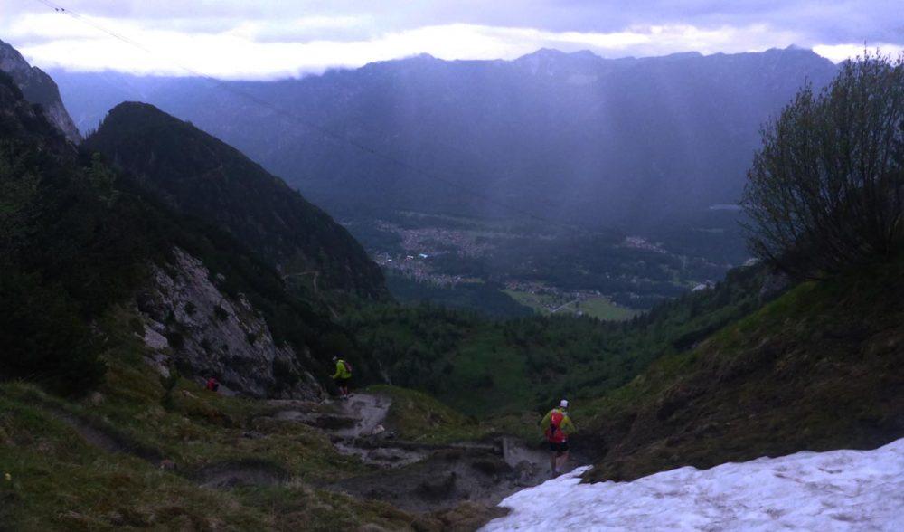 Downhill von der Alpspitz-Bahn in der Dämmerung