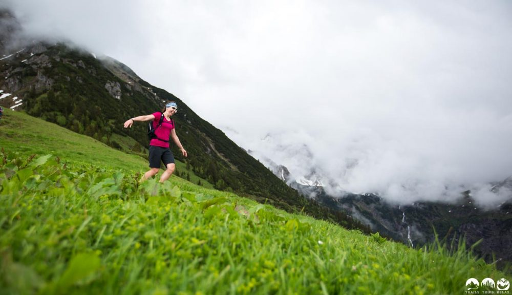 Katarina rennt zu Tal