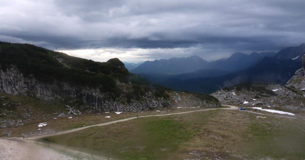 Regenfront über Mittenwald