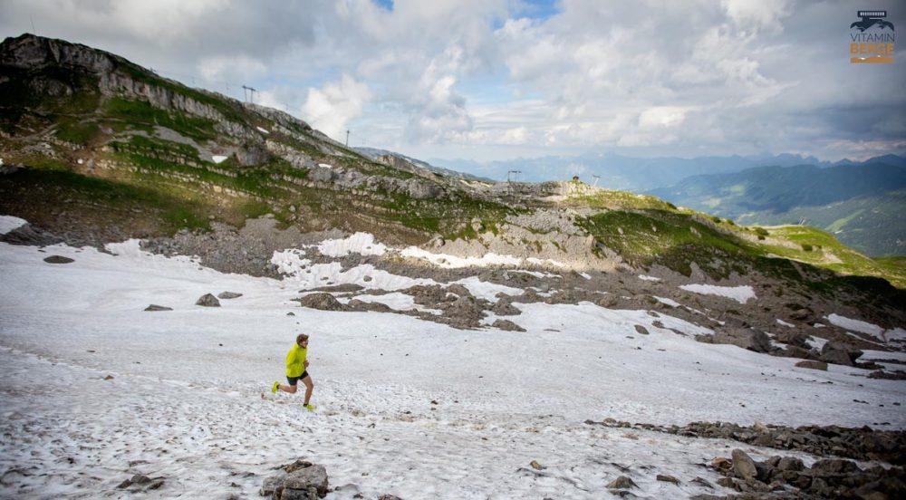 Querung des Schneefeldes beim Austieg zum Hohen Ifen