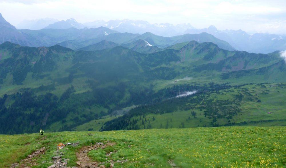 Downhill vom Ifen. Im Hintergrund das Schwarzwassertal