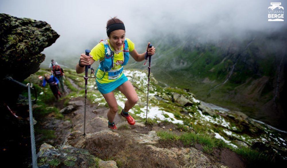 Eine der vielen Starterinnen der Landauer Running Company bergauf.