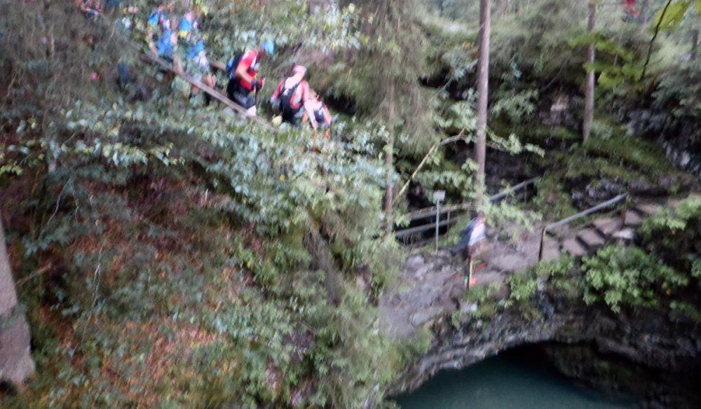 Stau an der Naturbrücke