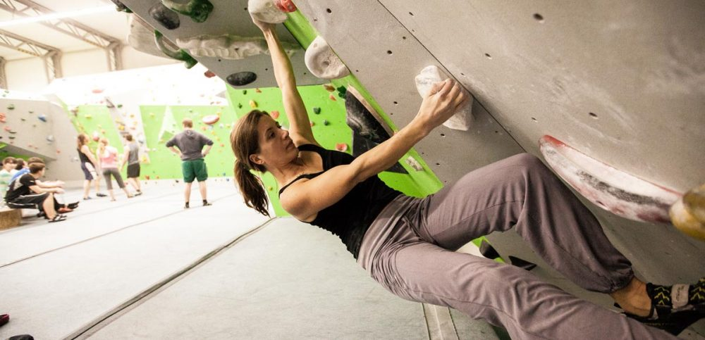 Nima in der Boulderhalle ihres letzten fixen Wohnortes Augburg.