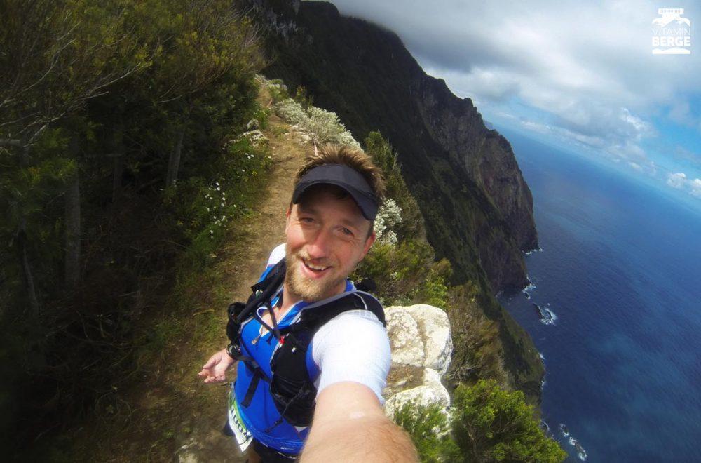 Selfie mit dem Arm und der GoPro. Mit dem Weitwinkel hast du noch einiges mehr als nur dich selbst drauf.