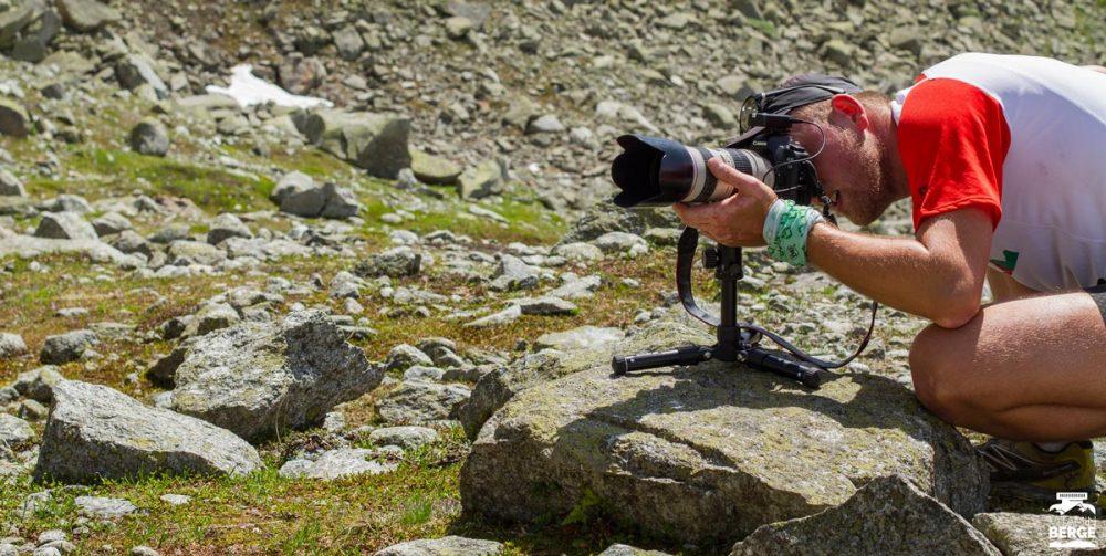 Vorbereitung für das Selfie mit Remote-Auslösung und großem Objektiv