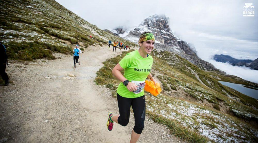 Eileen Arndt vom Asics Frontrunner Team strahlt bis ins Ziel um die Wette