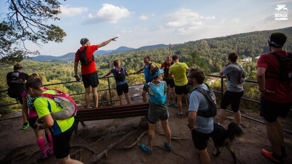 Holger zeigt die Gegend und die Gebiete der Trails der nächsten Tage