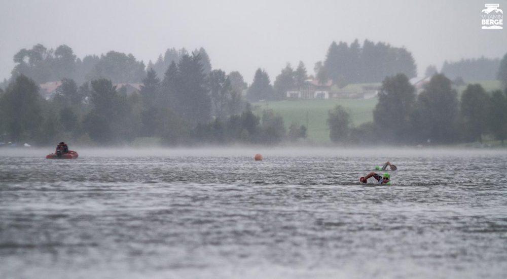 Durch den Rottachsee schwimmen