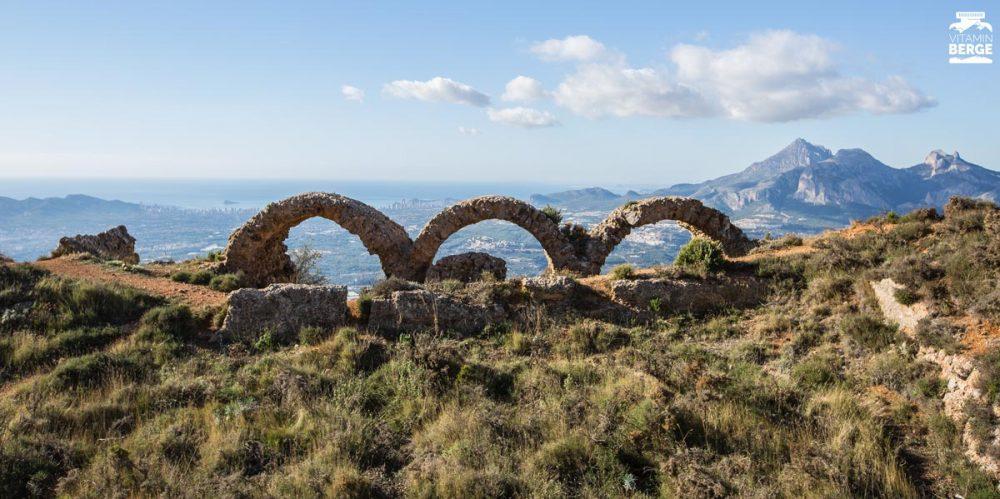 Ruine am Bernia Massiv