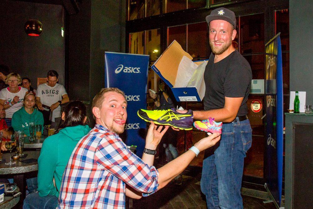 Asics Schuhe gibt es für groß und klein (Foto: Inger Diederich)