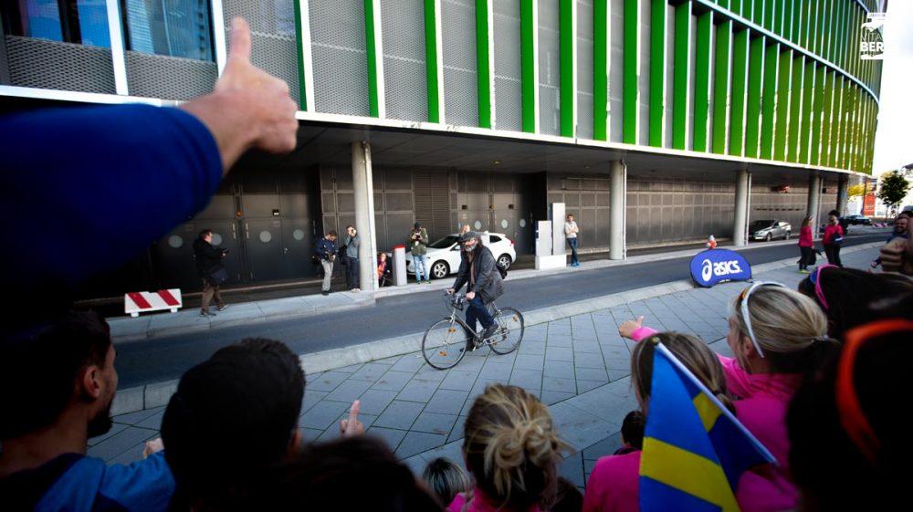 Da fährt der Radfahrer einfach durch unser Bild. Kommt aber cool.