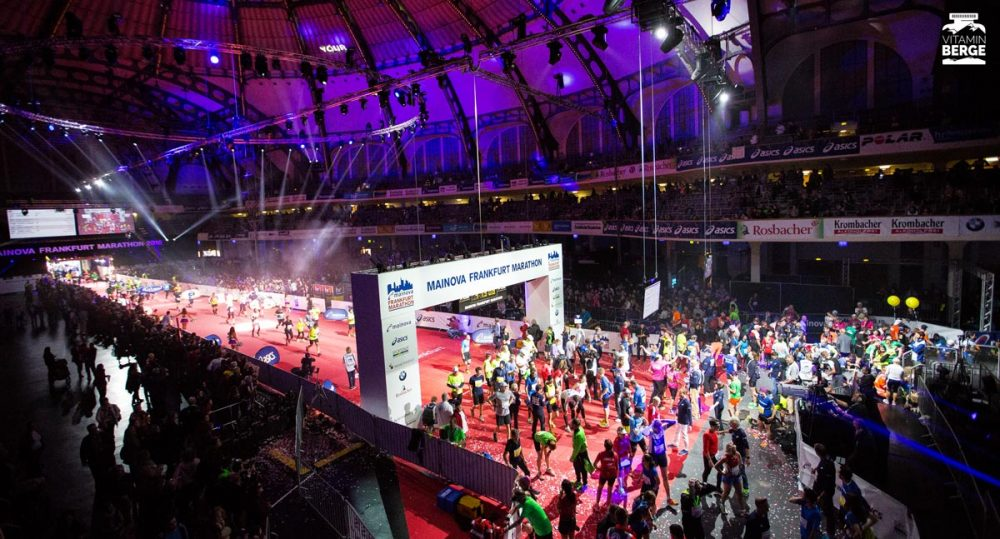 Der Zieleinlauf des Frankfurt Marathon in der Festhalle ist schon beeindruckend.