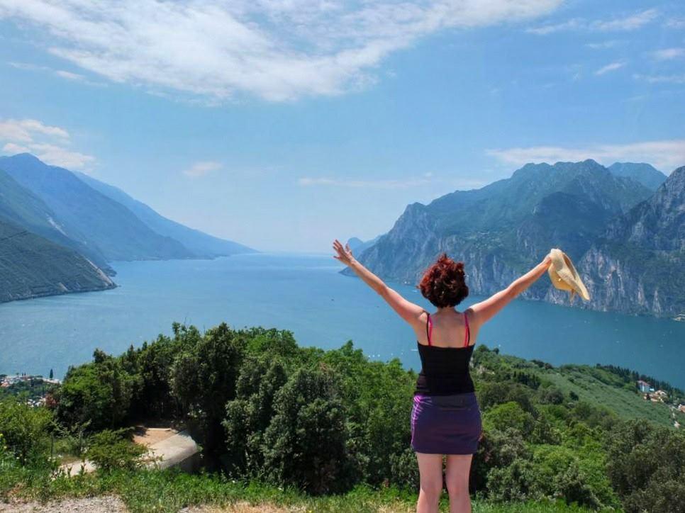 Corinna an ihrem geliebten Gardasee