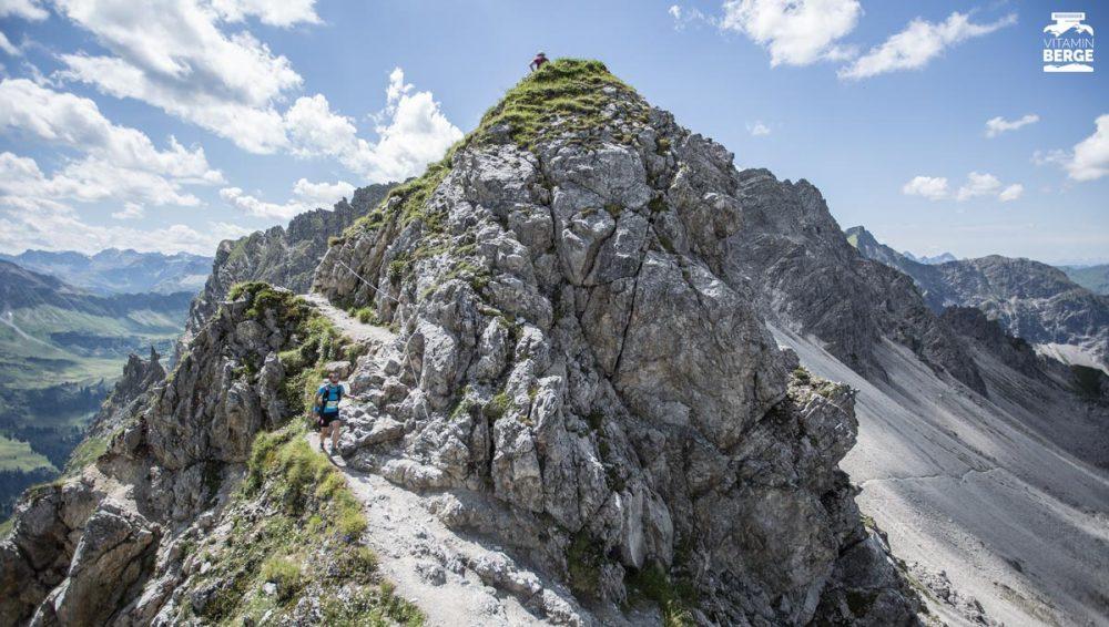 Der Führende des Walser Trails auf der Scharte