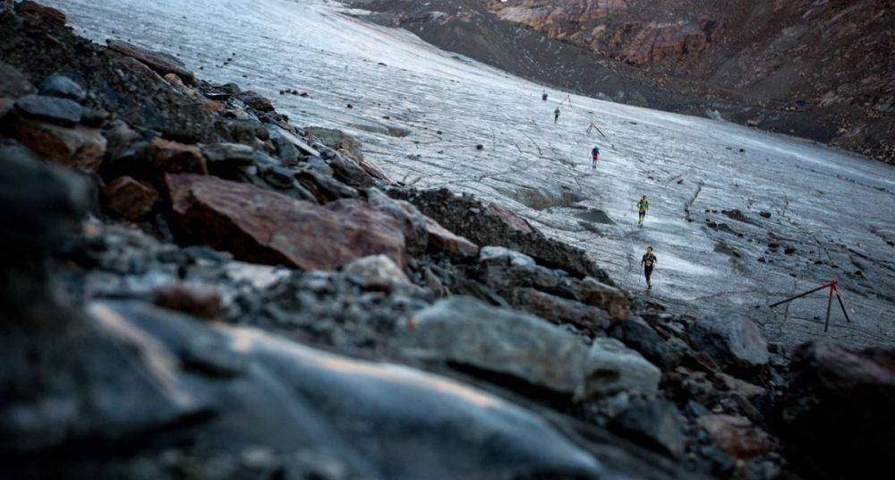 Gletscherquerung im Tagesanbruch.