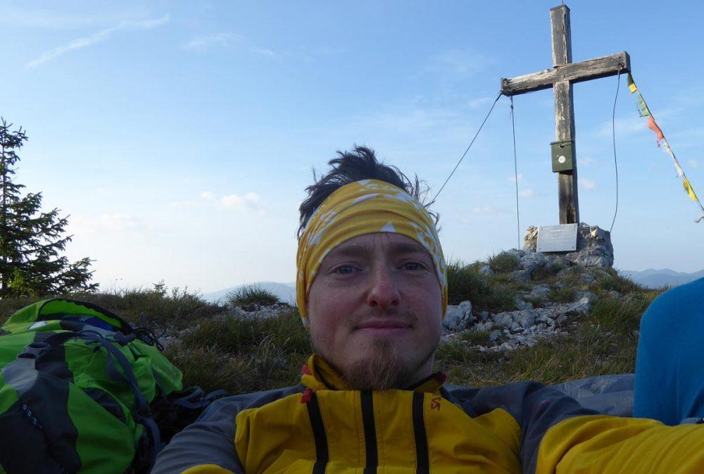 Martin am Morgen nach einem Biwak am Gipfel