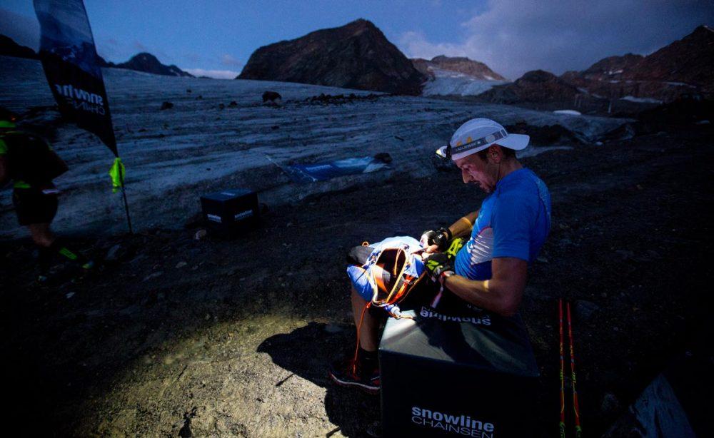 Spikes bzw. Grödel anziehen für die Gletscherquerung
