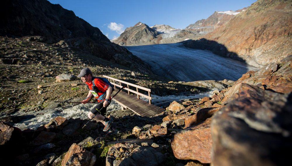 Der wilde und verblockte Uphill vom Gletscher zur Braunschweiger Hütte fordert alls von den Teilnehmern.