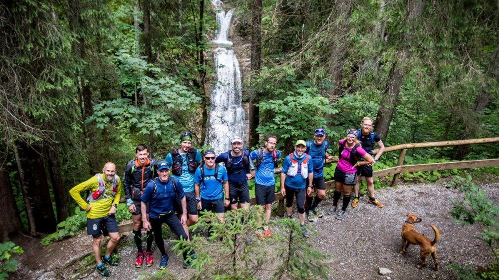 Gruppenbild am Wasserfall