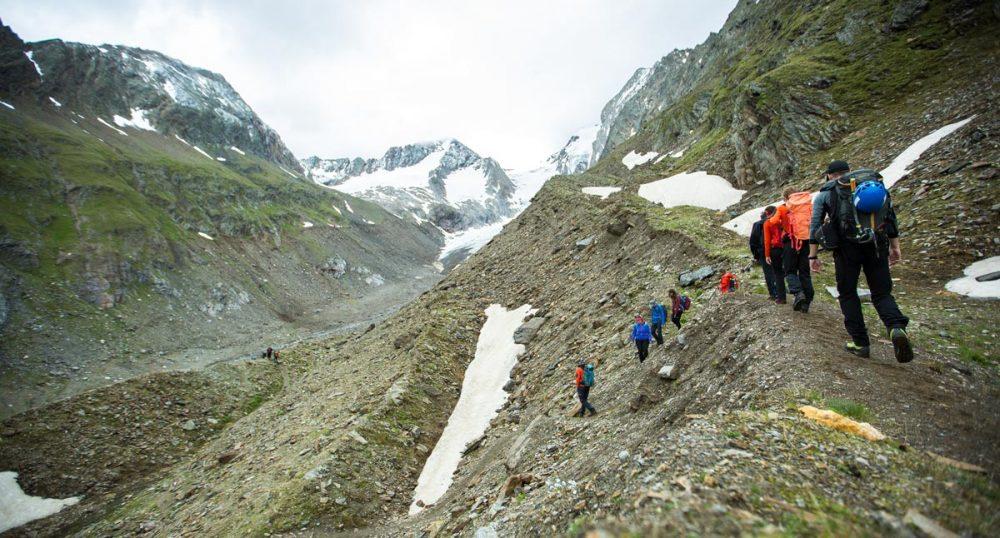 Wanderung hinab in die Gletschermoräne