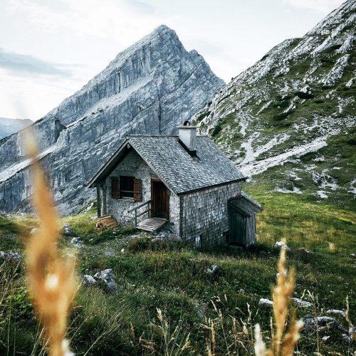 Berghütte im schönsten Licht