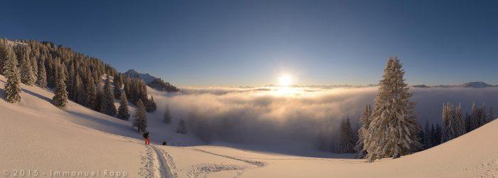 Buralpkopf Sunrise mit Nebel